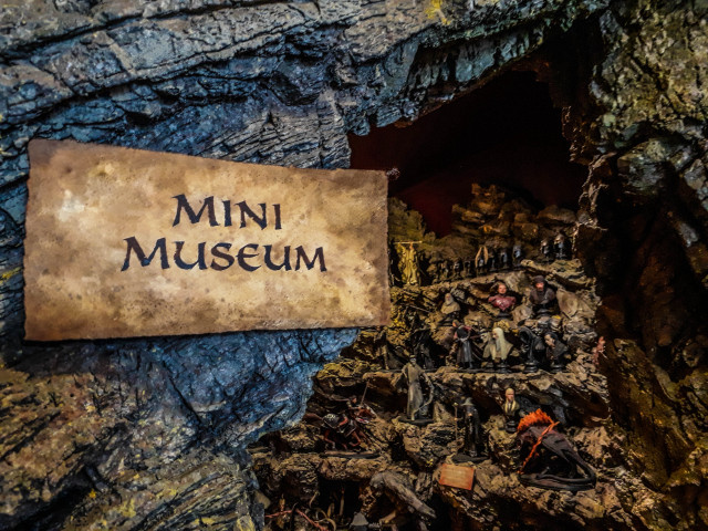 The mini museum contains a collection of miniatures and props from various movies made in Wellington, including The Lord of the Rings, The Hobbit, King Kong and District 9.