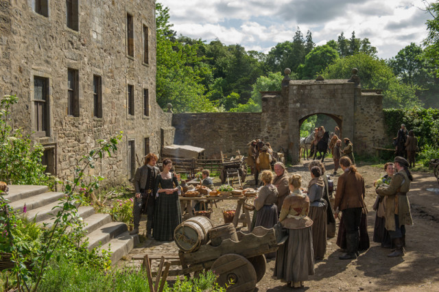 Jamie immediately takes up his role as Laird (a clash with his strong-willed sister Jenny ensues).