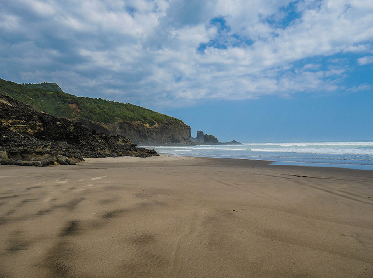 Looking towards the southern end of Bethells Beach.
