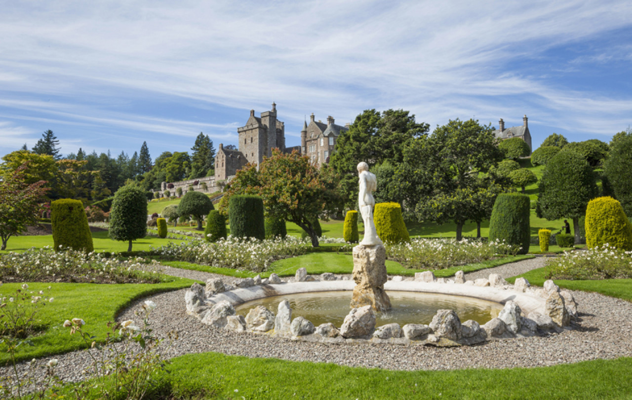 Drummond Castle Gardens (Palace of Versailles).