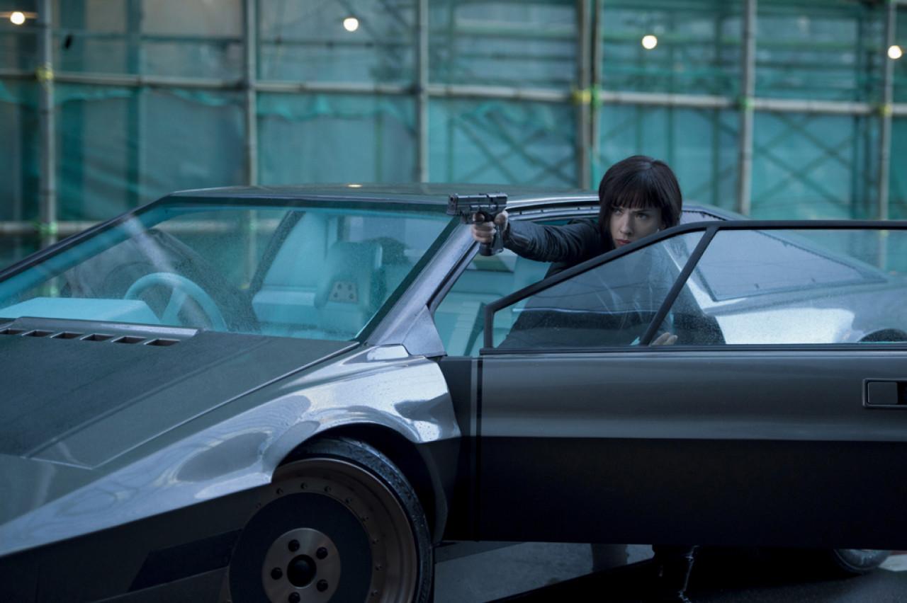 Counter-terrorism operative Major Mira Killian is a superhuman enhanced through cybernetics.