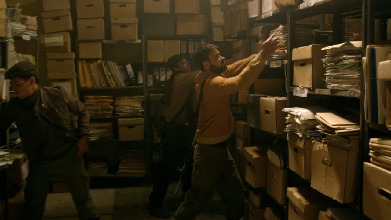 M-19 destroying all evidence against Escobar (Netflix).
