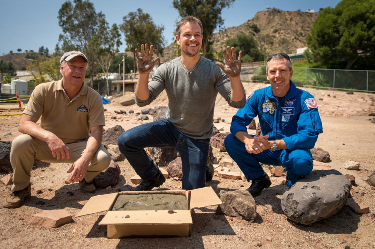 Actor Matt Damon, who plays the main character of Mark Watney, visits NASA'sJet Propulsion Laboratory.