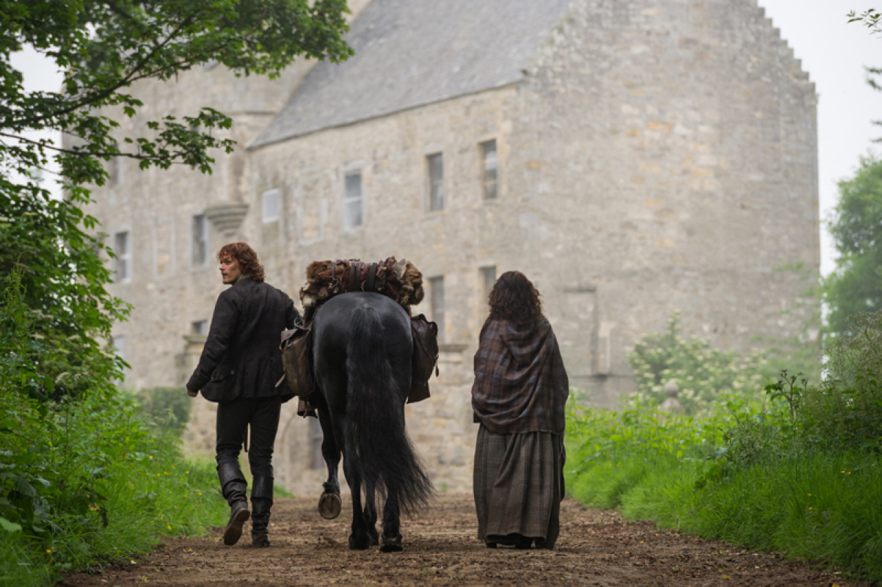 Jamie and Claire arrive at Lallybroch (Season 1, Episode 12: Lallybroch).