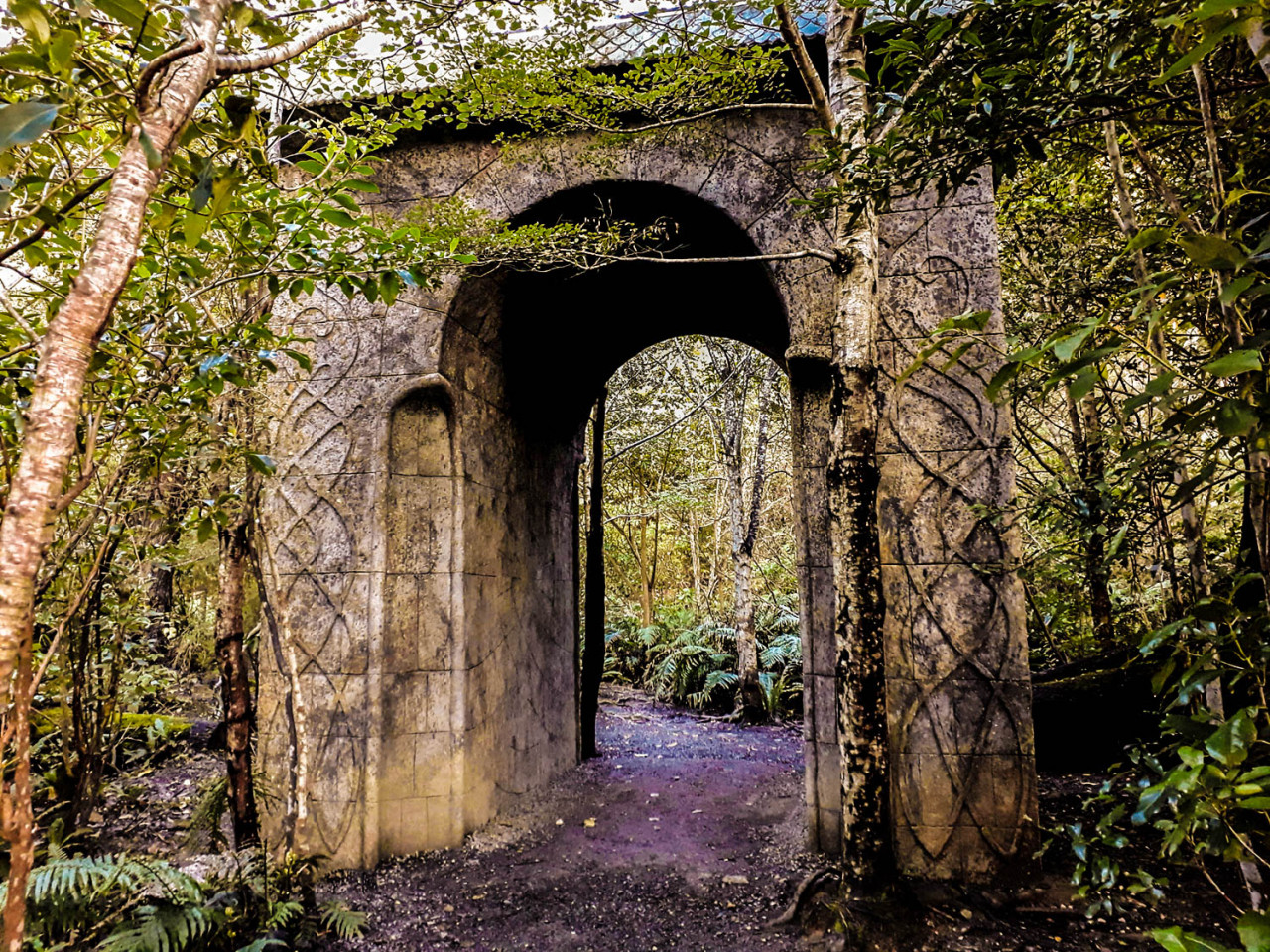 The gate to Rivendell is a replica, but it still gives this location a magical Middle Earth atmosphere.