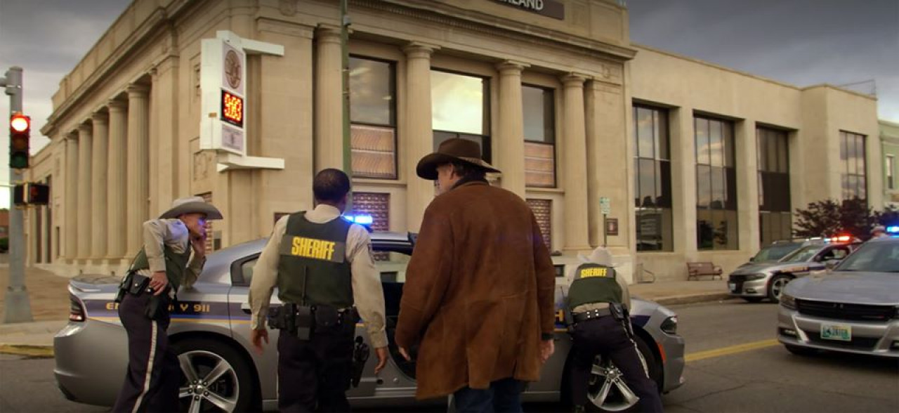 Sheriff Walter Longmire and his colleagues investigate the robbery.