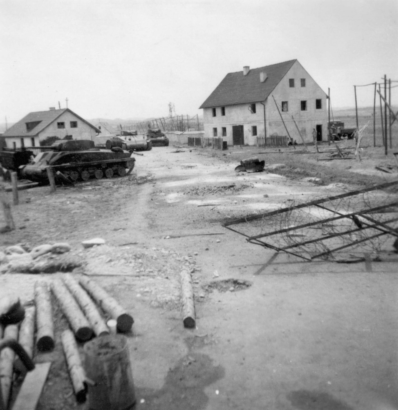 In this picture the set construction south of the bridge is under way: the two houses were mere facades. Even the three tanks were replicas built in Munich, as the US Army refused to provide the real deal.