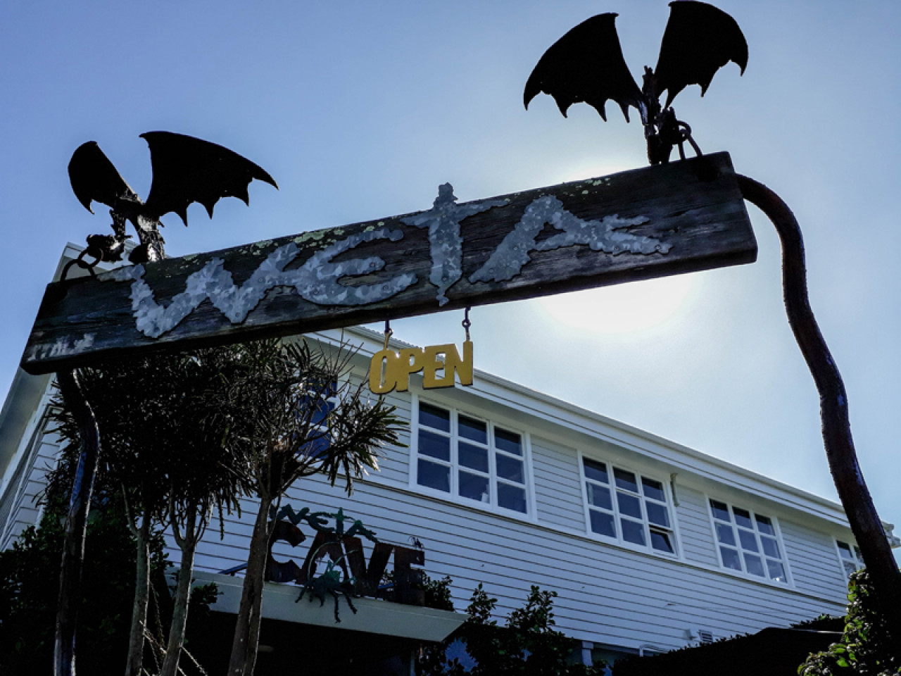 The Weta Cave is also the assembly point for the Weta Workshop Tours that showcase props from movies such as The Lord of the Rings, King Kong or District 9.