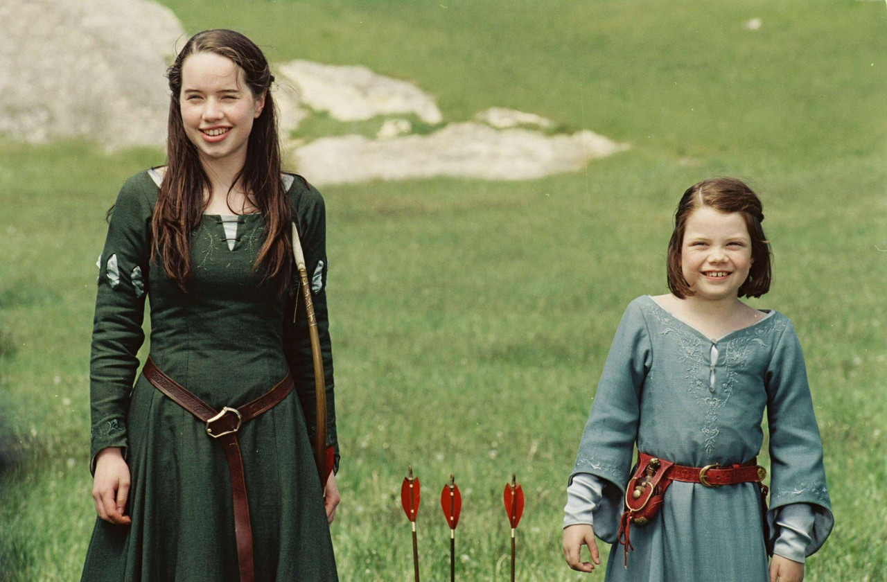 Susan Pevensie and her little sister Lucy.