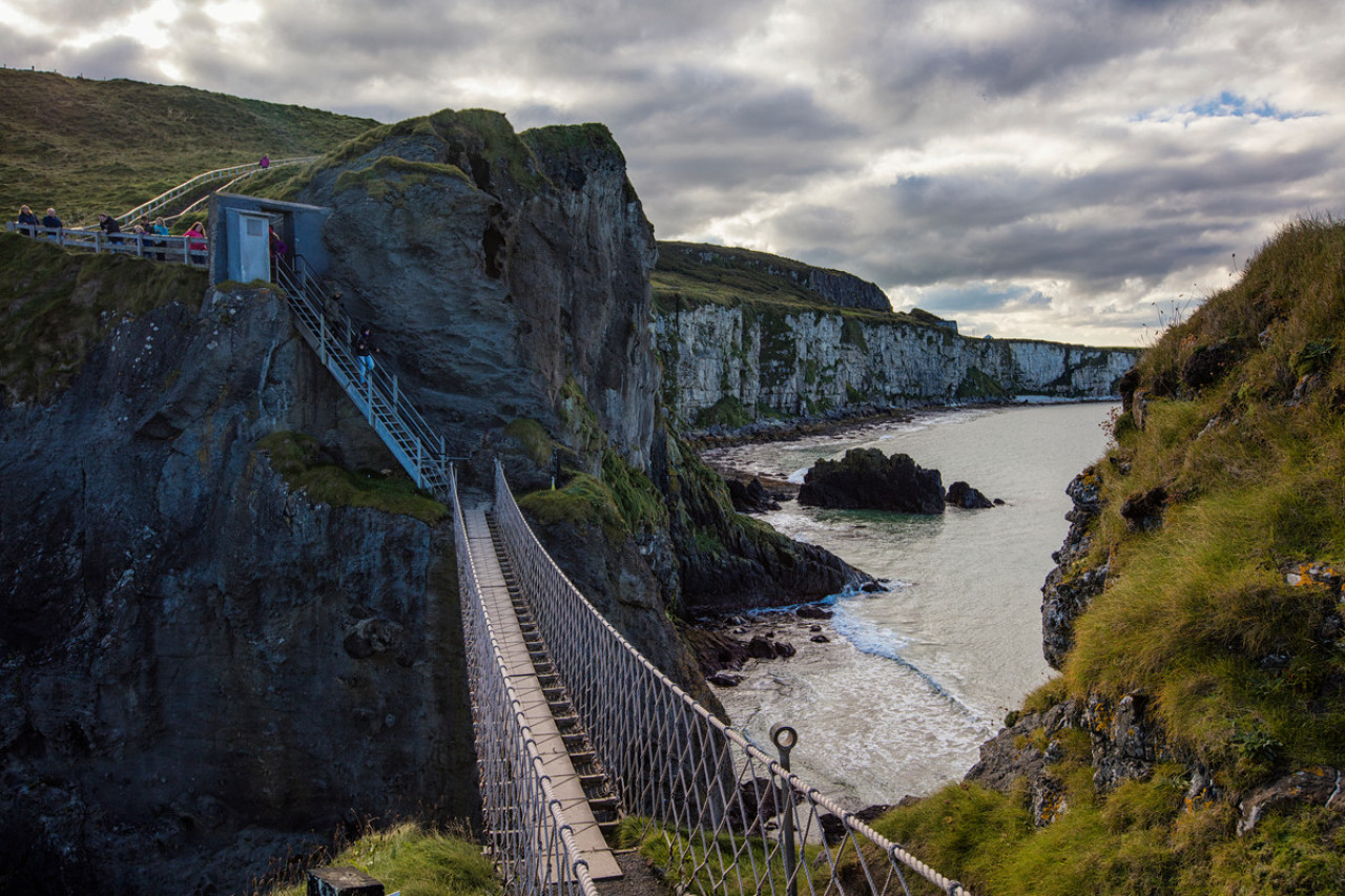 View from Carrick-a-Rede Island to the mainland