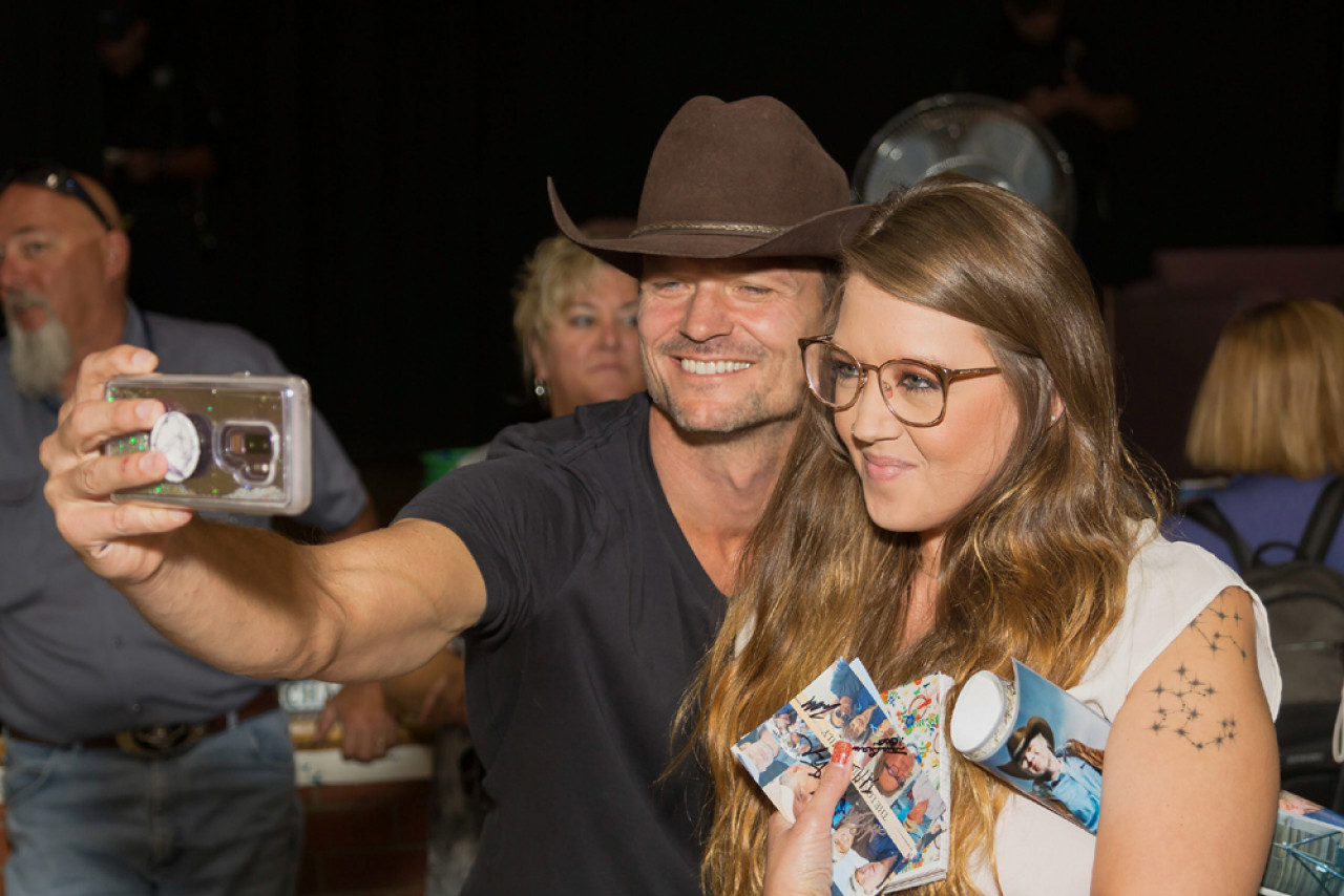 Actor Bailey Chase amongst the fans (Deputy Branch Connally).