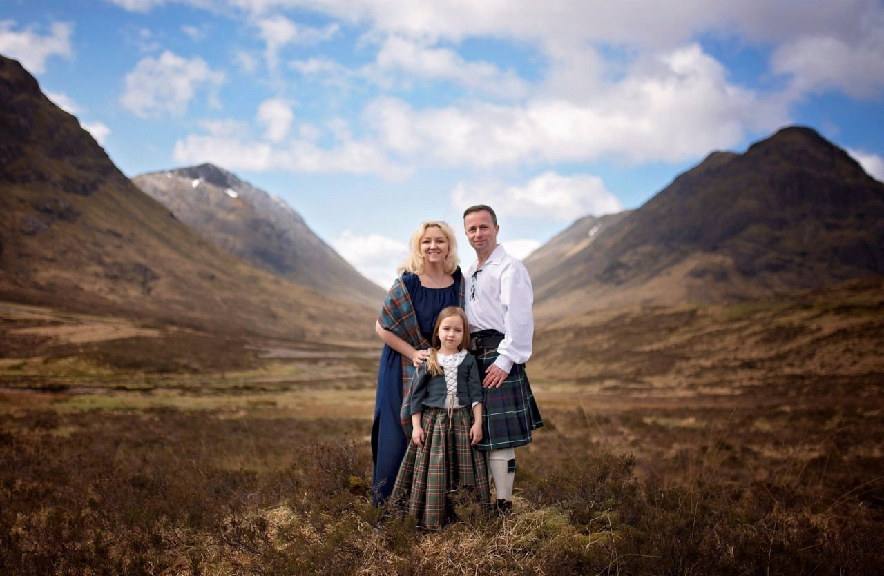 Back in 1743? Anna and her family in the Scottish Highlands.