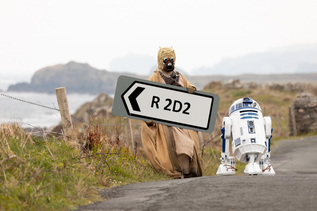 R2-D2 and a former foe, a Tuskan Raider, at Malin Head.