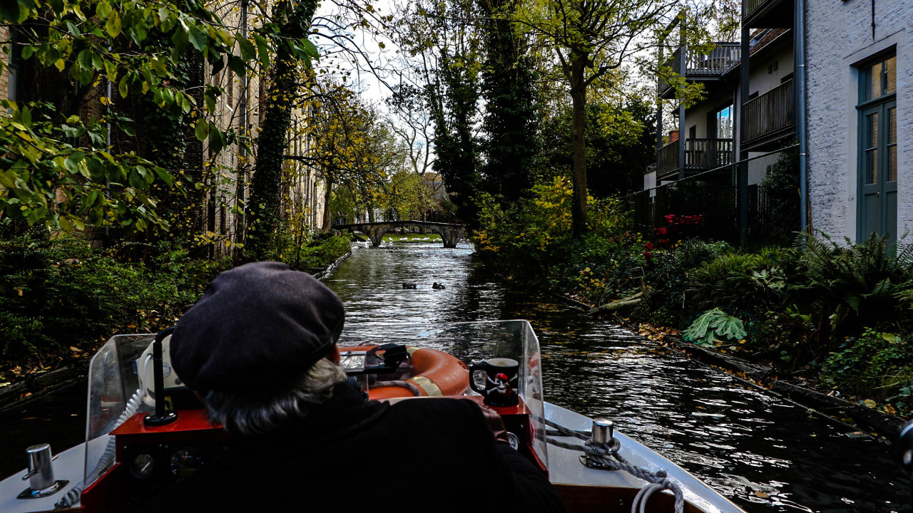 The boat tours along the canals take about half an hour. The season runs from March to mid-November.