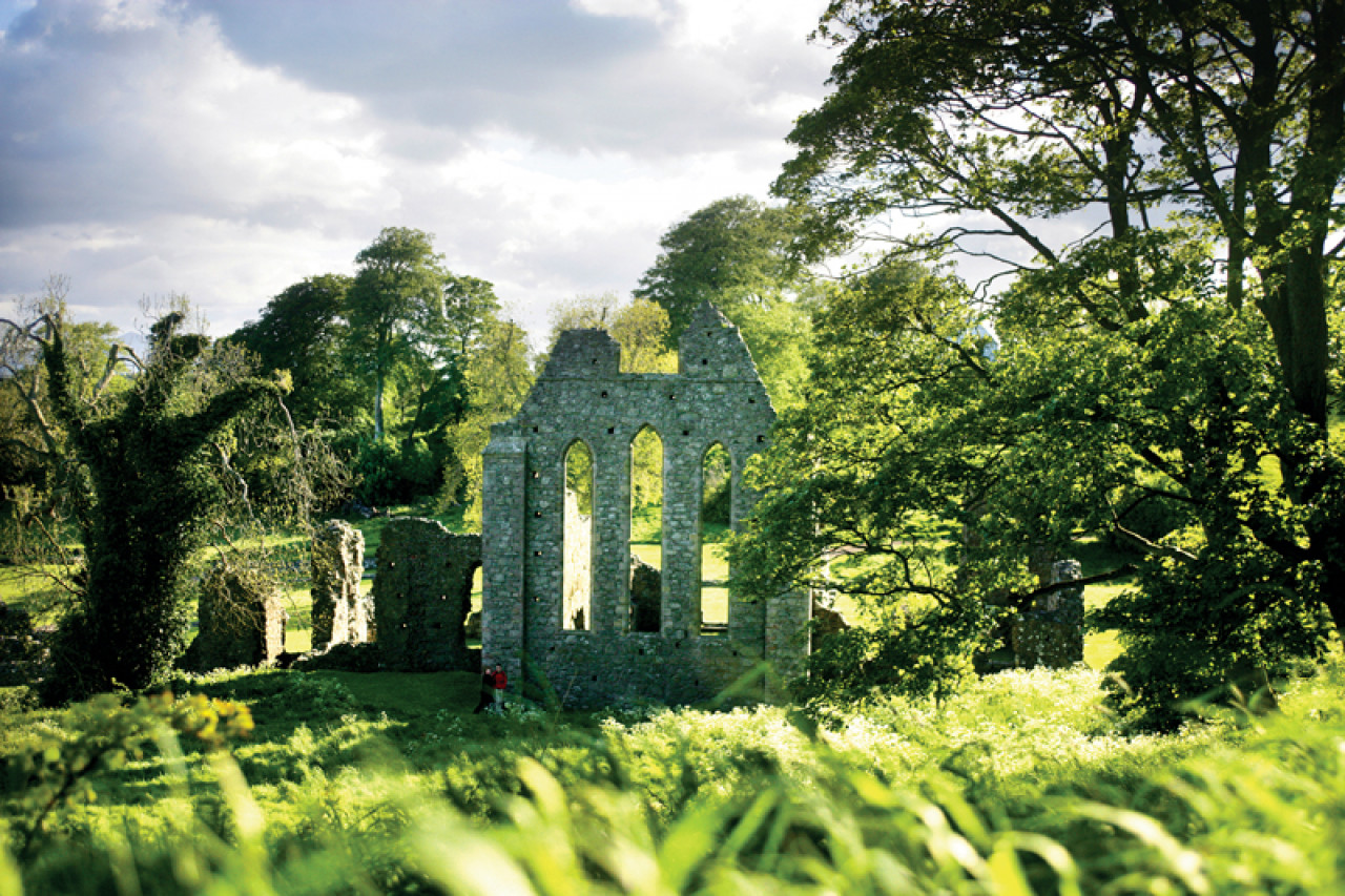 Inch Abbey:The Houses of the North and the Riverlands swear their allegiance to Robb 'The King of the North' (Episode 10, Season 1: Fire and Blood).