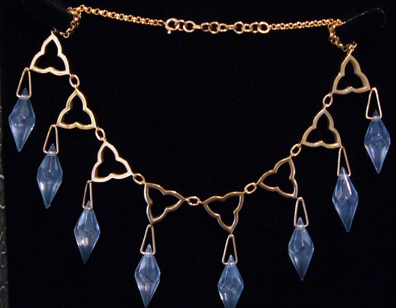 The necklace Sansa wore to the 'Purple Wedding'