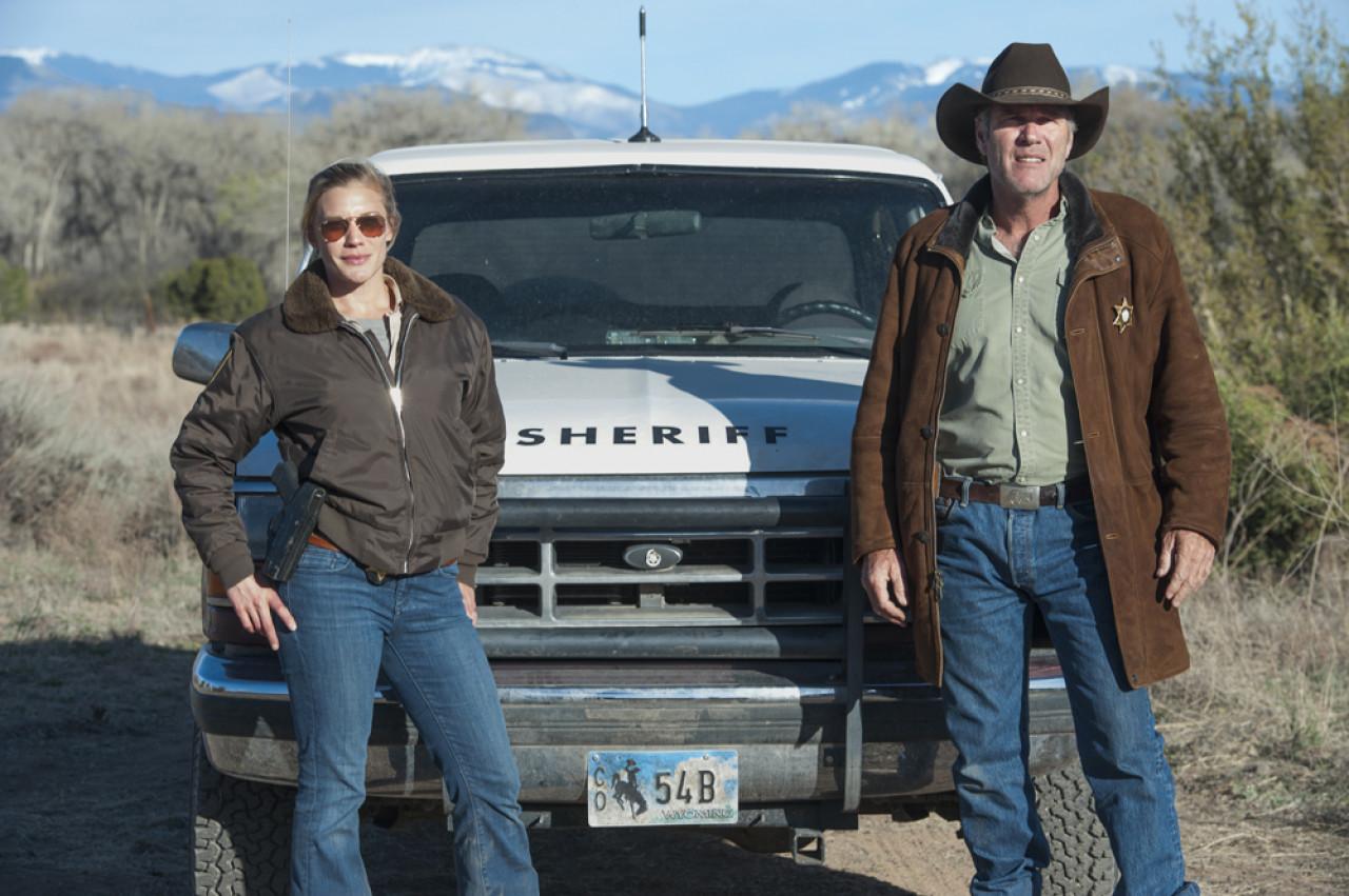 Walt and hisDeputy Sheriff Victoria 'Vic' Moretti (Netflix).